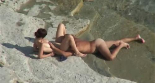 Пляж голые подглядывание