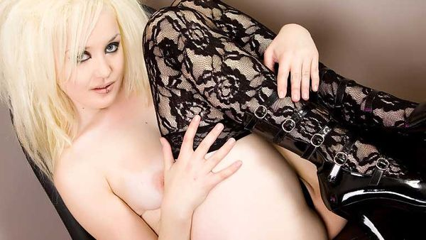 Naked blonde goth girl, family guy sex with lois
