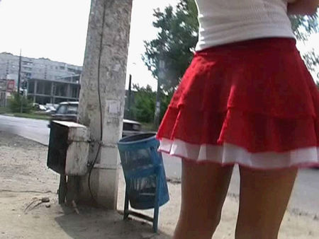 Let's look under the skirt of the girl on the street