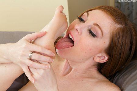 self toe sucking
