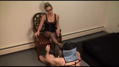 Tease and Thank You - How 2 Train Your Footboy