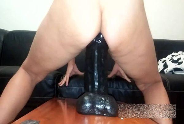 igra-s-falloimitatorom-porno