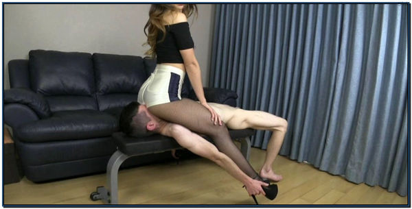 Ass Addict Gets A Facesitting Female Domination