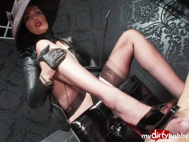 http://s5.depic.me/01894/psdzhpsfa7gt_o/luxury_lady_heelsjob_and_riding_grop_game_lady_victoria.jpg